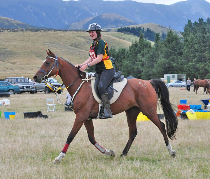 Jessica Fuhlbohm and Kilarney Fire head out for their last loop in the CEI 1* YR 100km Championship.