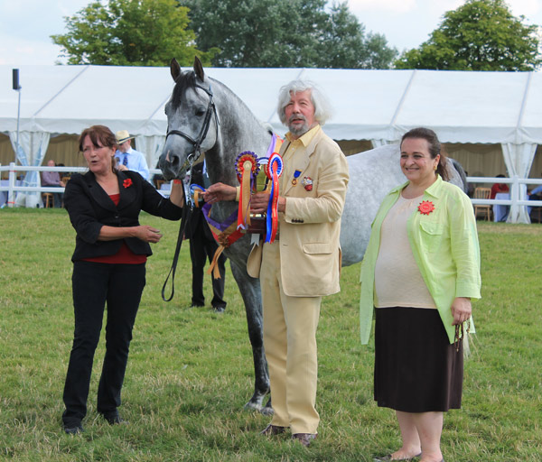 Peter Upton and Princess Alia with stallion class winner Ruadi.
