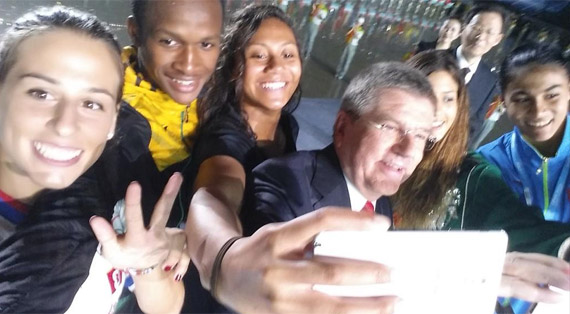 IOC President takes a #yogselfie with athletes in the middle of the Opening Ceremony of the @nanjing2014yog.