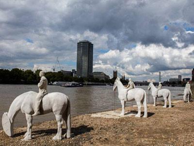 horse-scultpure-featured