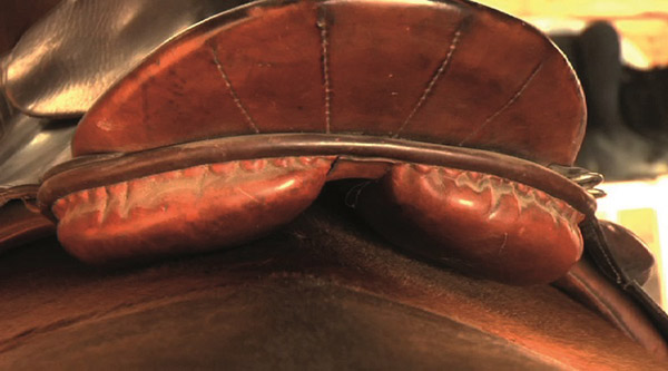 This saddle has slipped to the right during motion. The gullet channel is also too narrow, but as the movement and pushing to one side by the larger shoulder has caused the panel to lie on the spine, the gullet width is moot at this point.