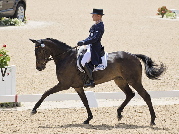Dressage leaders Michael Jung and FischerRocana FST make a superb start to their title defence at the Rolex Kentucky Three-Day Event, third leg of the FEI Classics 2015/2016.