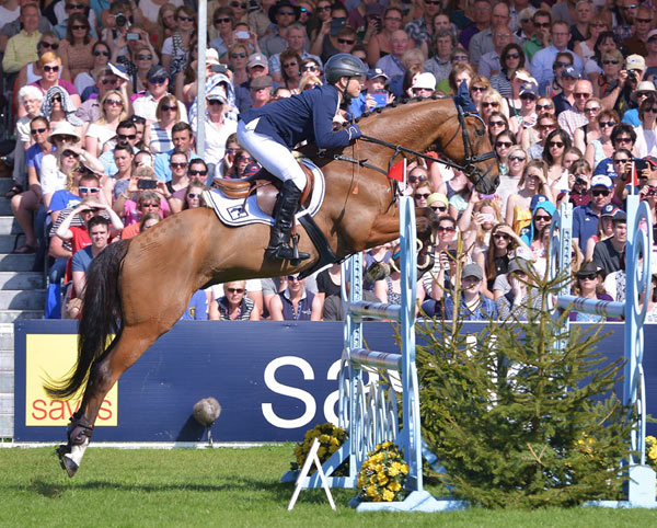 Michael Jung, riding La Biosthetique Sam FBW, becomes the first German rider to win the Mitsubishi Motors Badminton Horse Trials and only the second rider to win the Rolex Grand Slam.