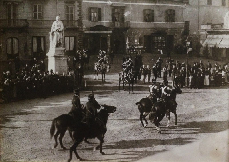 """Santini divides the equestrian world into civilians (amateurs) and officers of the """"mounted arms"""" (professionals)."""