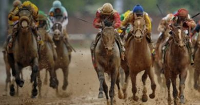 Orb winning the 2013 Kentucky Derby for owners Dinny Phipps and Stuart S. Janney.