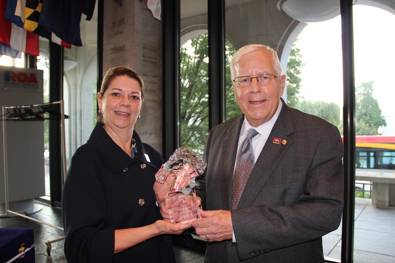 AHC president Julie Broadway presents Wyoming senator Mike Enzi with theRolapp Award.