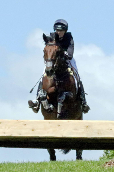 Piggy French (GBR) and Vanir Kamira are in second place after the cross-country.